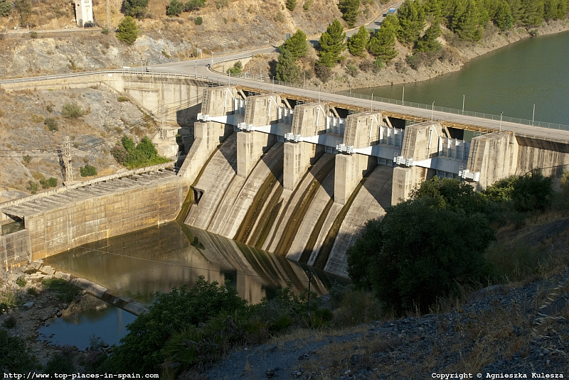The dam in El Chorro photo
