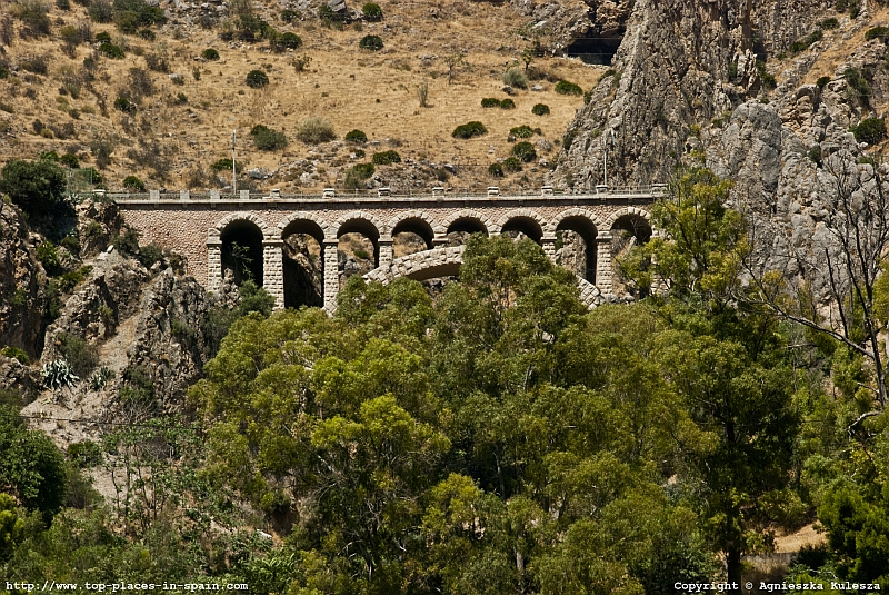 El Chorro - railway stone arc bridge photo